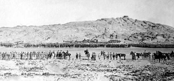 Botha-inspects-troops-Lüderitz_SA-War-Museum