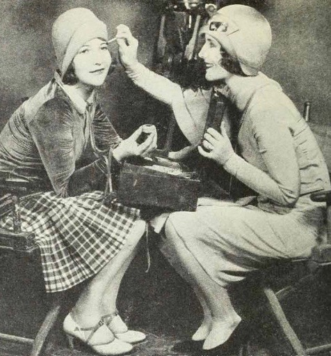 Hollywood-makeup-1920s-1024x525 (1)